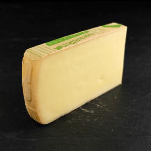 Appenzeller 48+ er produceret af økologisk, schweizisk råmælk fra køer på InterCheese AG Mejeri. Du kan købe denne ost eksklusivt hos Osten ved Kultorvet.