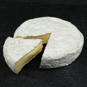 Økologisk Fransk Fårebrie 50+ er produceret af økologisk, fransk fåremælk på Fromagerie Roussey Mejeri og du kan købe den eksklusivt hos Osten ved Kultorvet.